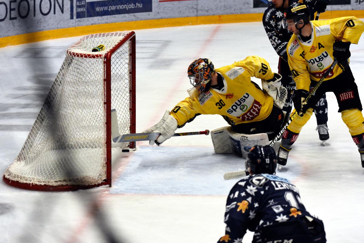 Mikko Lehtonen teki Fehérvár AV19:n ainoan maalin ottelussa Vienna Capitalsia vastaan.