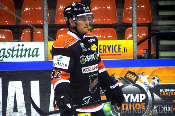 NHL-hyökkääjä oranssimustassa peliasussa oli aivan uusi näky Kouvolassa.