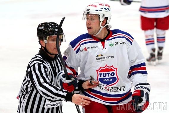 Jesse Winchester oli yksi kolmesta NHL-työsulkupelaajasta, jotka viihdyttivät Kupittaan yleisöä syksyllä.