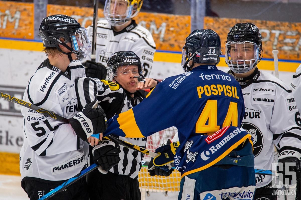 Lukon Kristián Pospíšil istui pelikiellossa lauantaina, mutta hermojen kestäessä hän on Lukolle tärkeä palanen.
