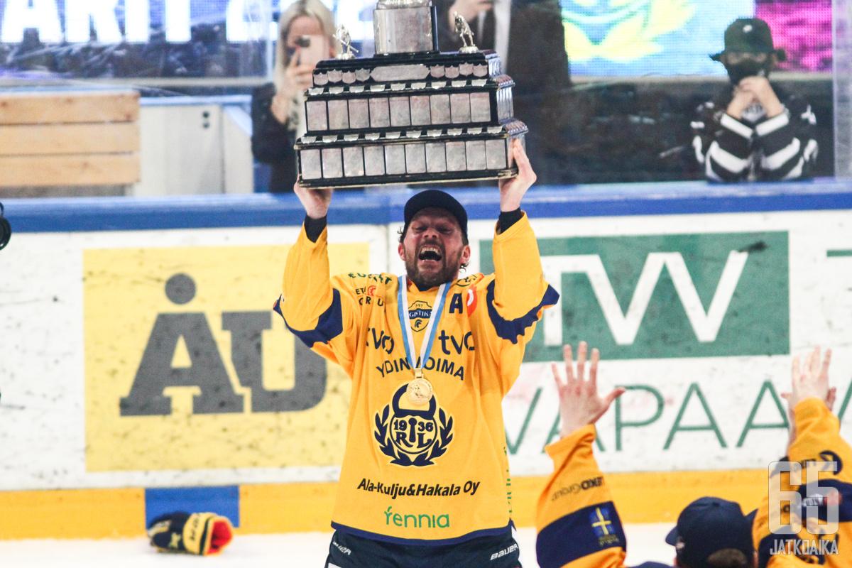 Toni Koivisto debytoi Lukossa yli 20 vuotta sitten ja nyt hän juhli samassa seurassa Suomen mestaruutta.
