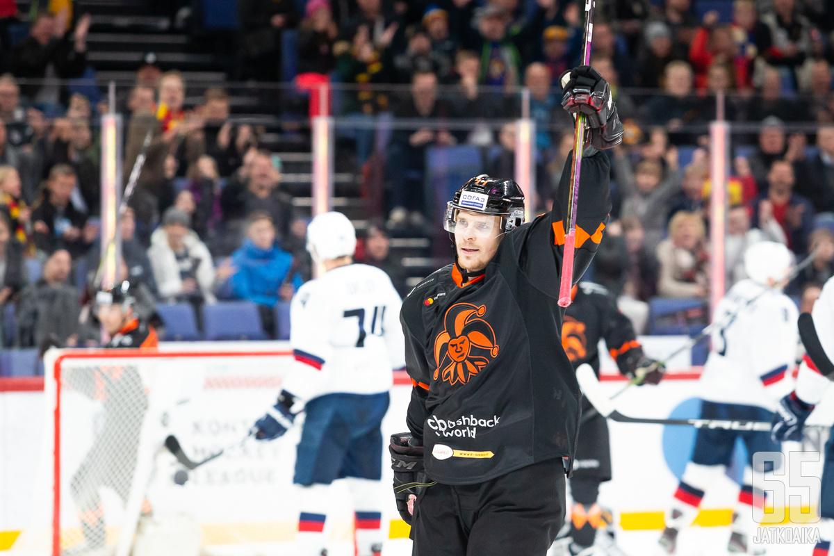 Mikko Lehtonen sai kunniaa marraskuun otteistaan.