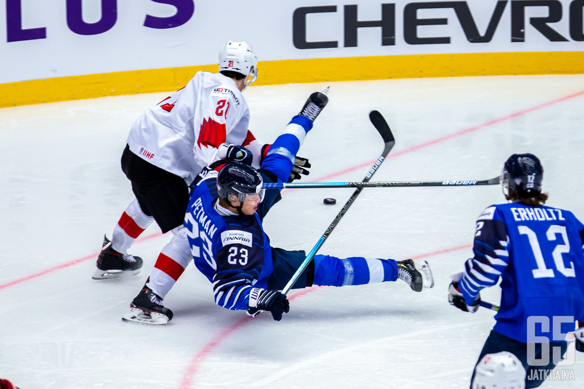 Suomi vietti paljon aikaa hyökkäysalueellaan, mutta ei päässyt tiiviin Sveitsin viisikon sisään kunnolla.