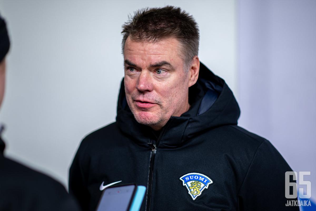 Raimo Helmisen edellinen pesti liigavalmentajana päättyi potkuihin.