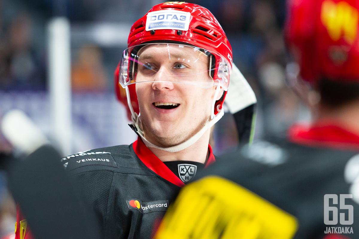 """Viktor Lööv """"tykitti"""" ottelun voitto-osuman."""
