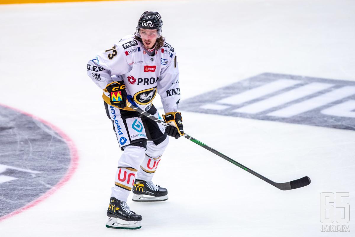 Libor Sulak sai kahden ottelun pelikiellon tapeltuaan HIFK-puolustaja Miro Karjalaisen kanssa ottelun päätöserässä.