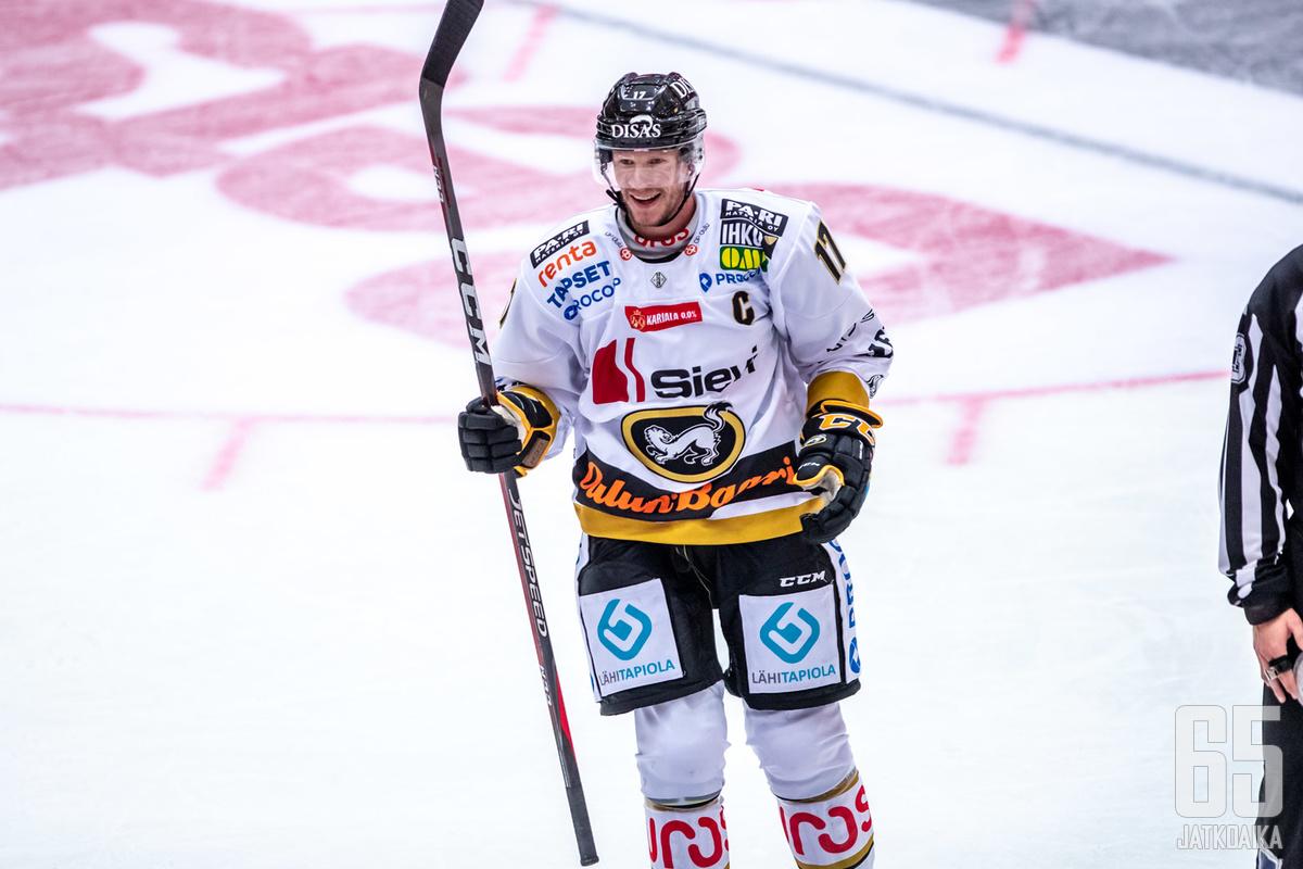Mika Pyörälä saalisti illan ottelussa uransa 400. runkosarja-tehopisteen.