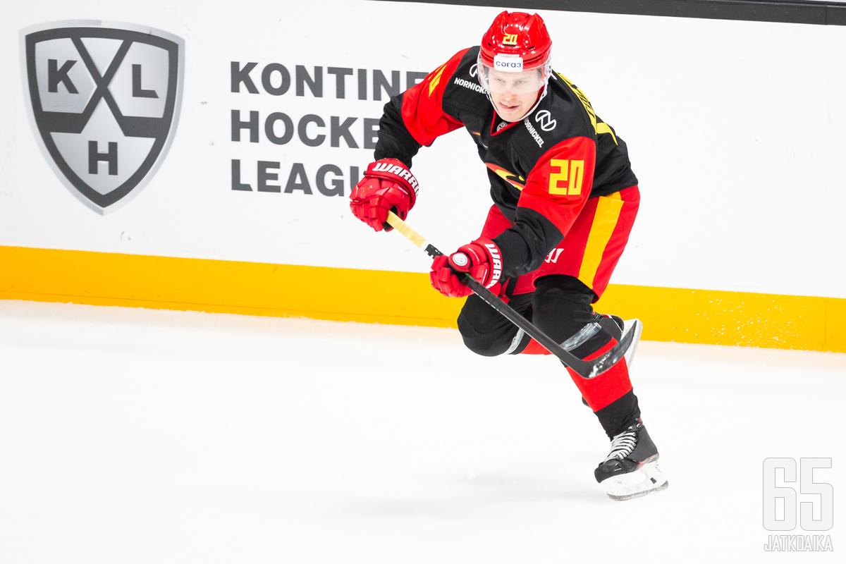 Eeli Tolvasella on ollut vaikeampaa tällä kaudella Jokereissa, mitä ensimmäisellä KHL-visiitillä.