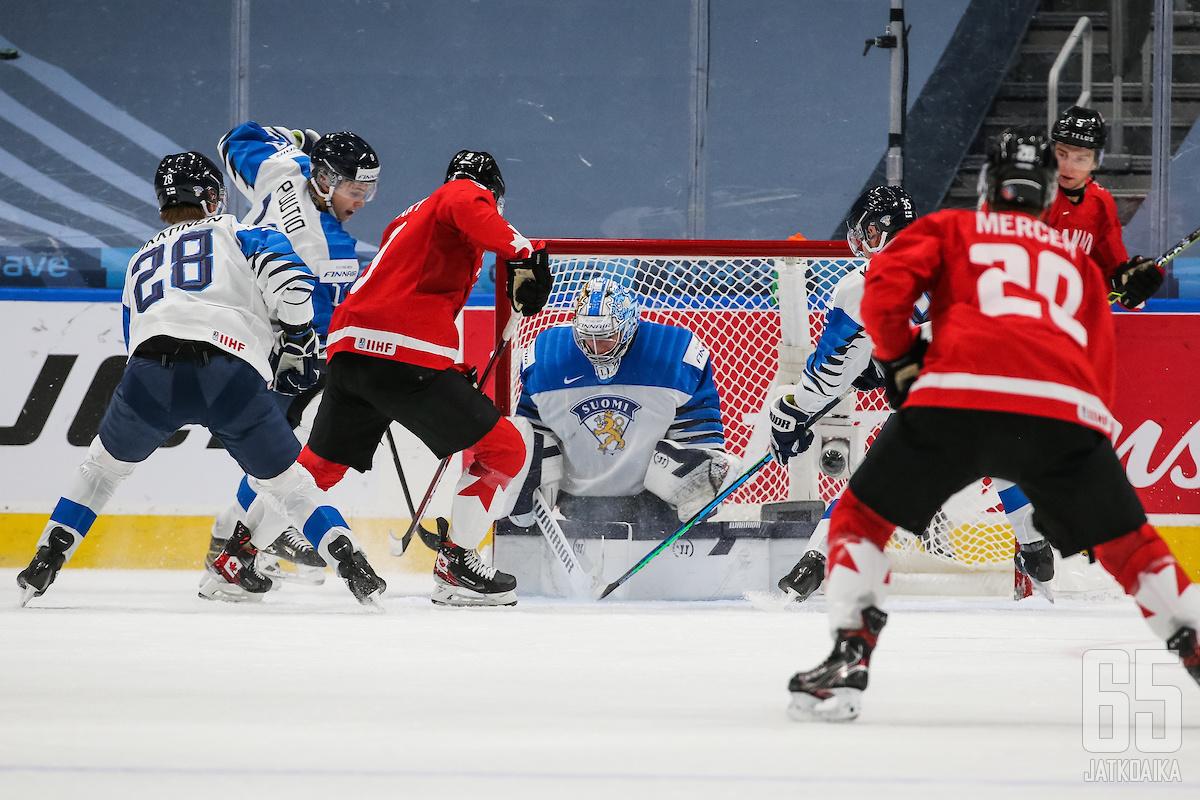 Kanada dominoi Suomea vastaan.