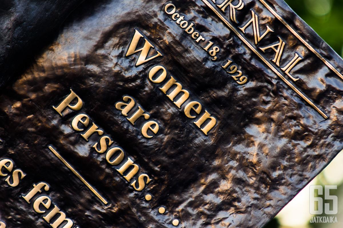 Barbara Paterson tekemät 'The Famous Fiven' patsaat kuvastavat naisten kamppailua tasa-arvosta.