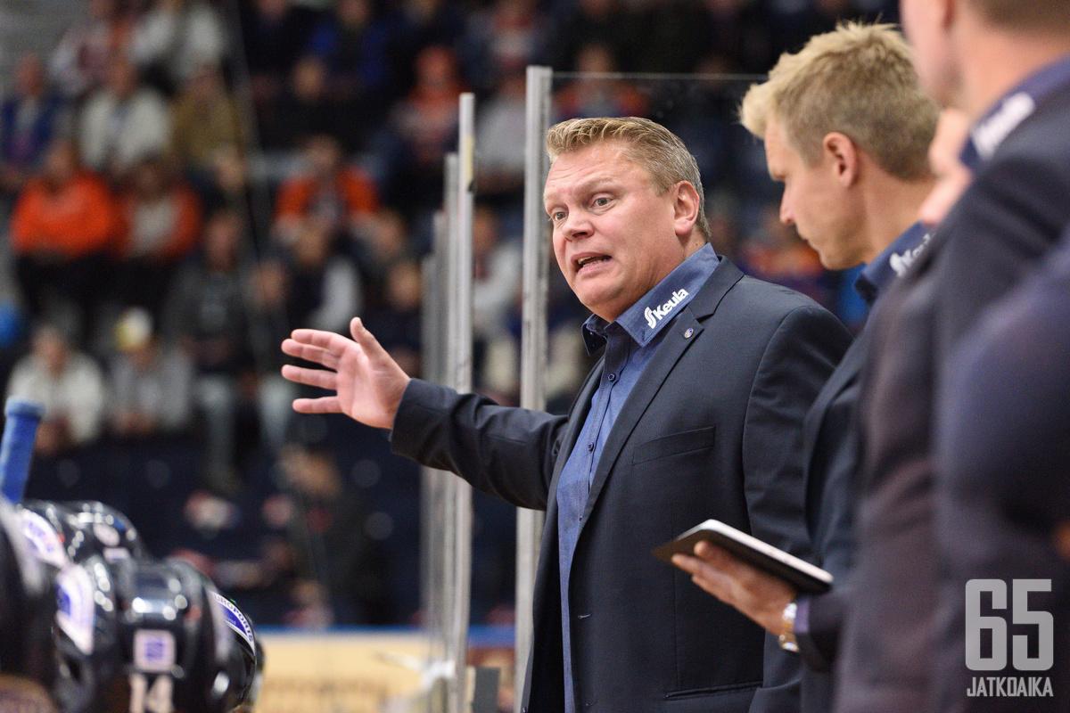 Hankinnoista nimekkäin on Lukon mestariksi valmentanut Pekka Virta.