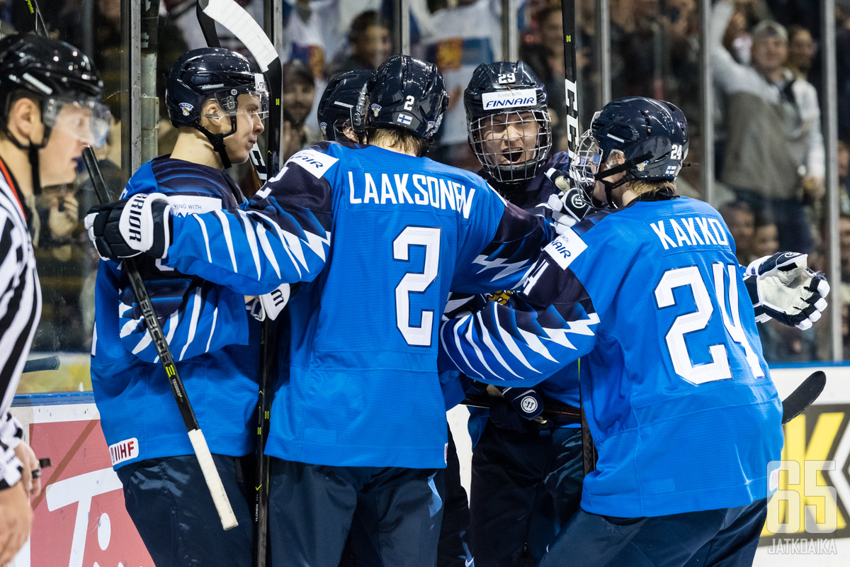 Suomi pääsee juhlimaan maailmanmestaruutta.