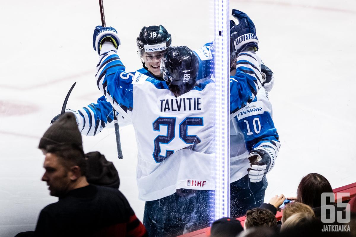 Suomi latoi pelin alussa maaleja kuin liukuhihnalta.