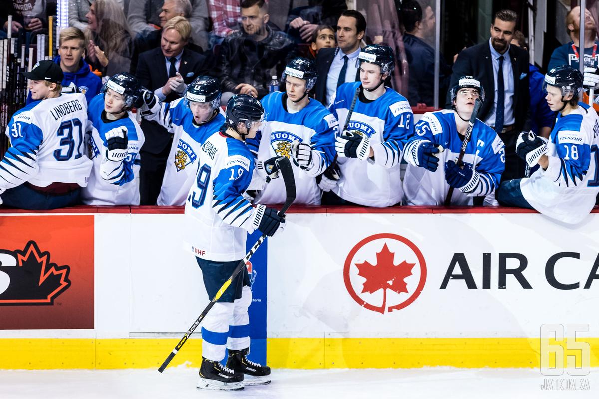Suomi availi ketsuppipulloaan Sveitsiä vastaan kuuden maalin verran.