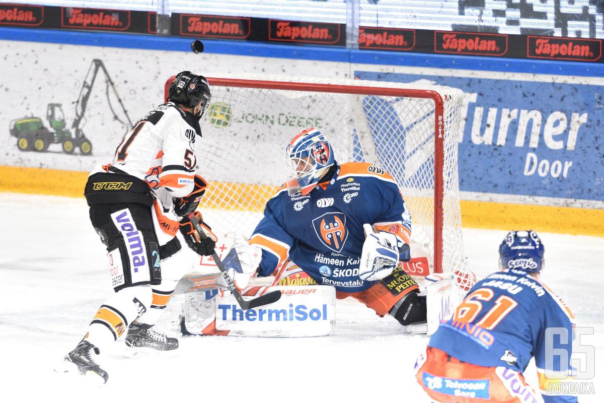 Heljanko teki tilaa Niklas Bäckströmille.