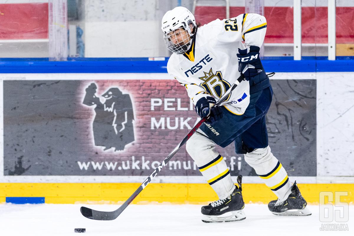 Niko Huuhtanen on pelannut Tapparan nuorisojoukkueen lisäksi myös espoolaisissa nuorisojoukkueissa.