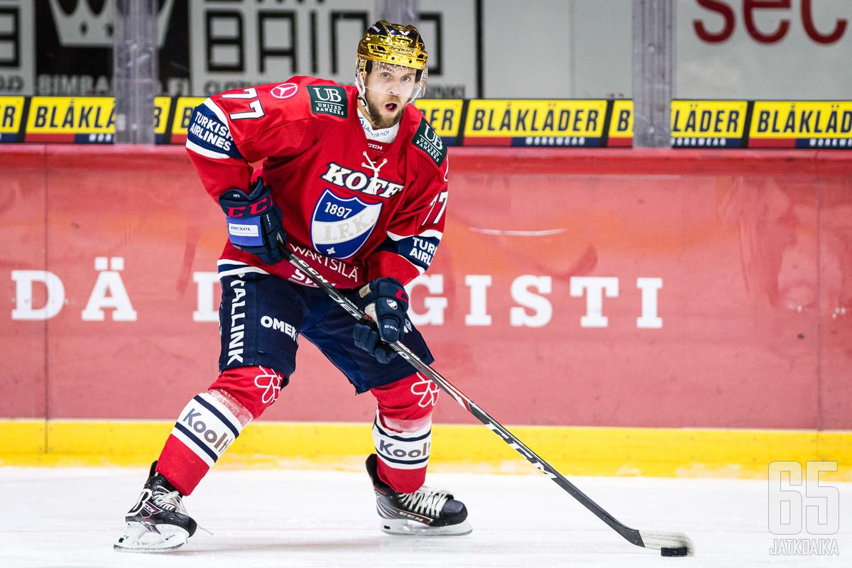 Ennen Sveitsin reissuaan Turunen pelasi HIFK:ssa.