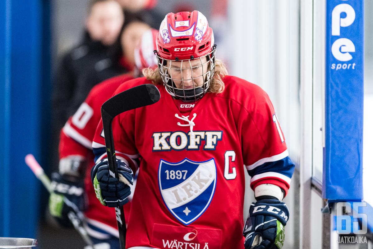 Täksi kaudeksi Suomeen palannut Karoliina Rantamäki on myös HIFK:n kapteeni.