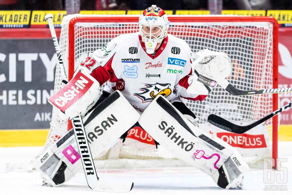 Niko Hovinen jatkaa Sportin veräjällä.