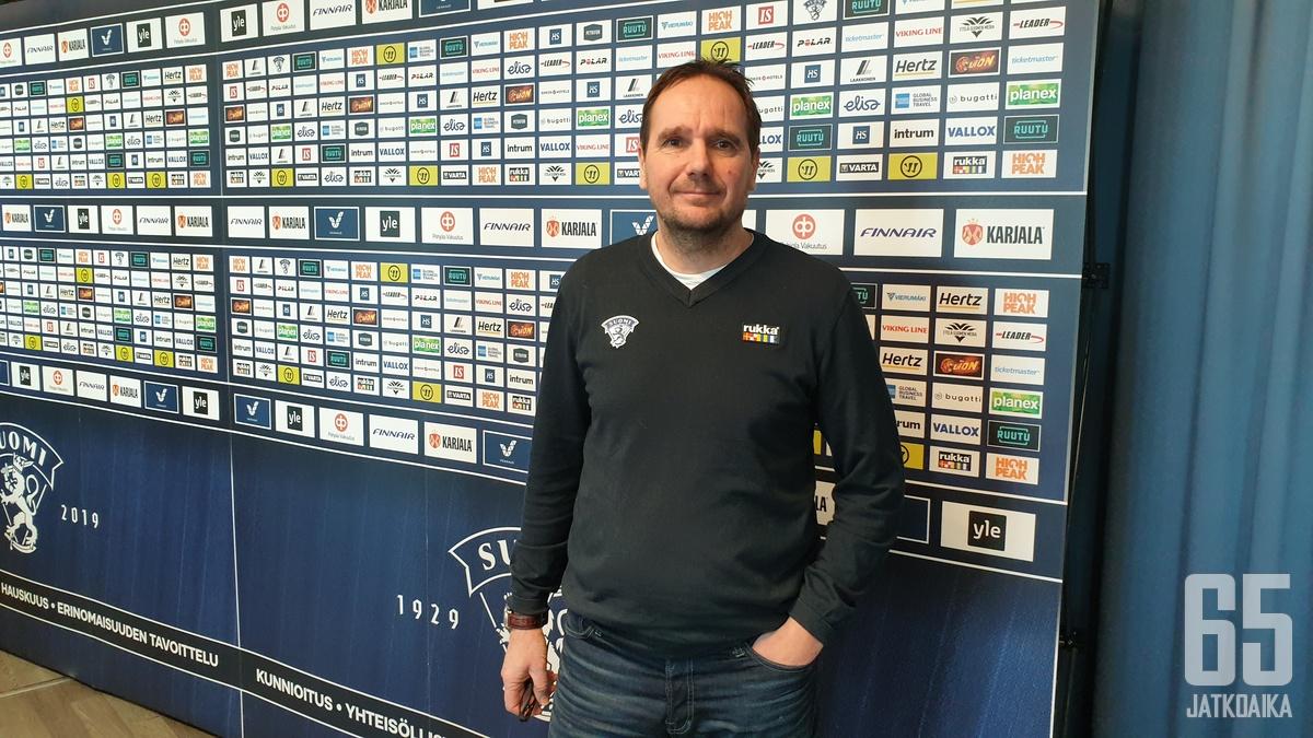 Mika Marttila ohjastaa Suomen poikien nuorinta maajoukkuepolvea.