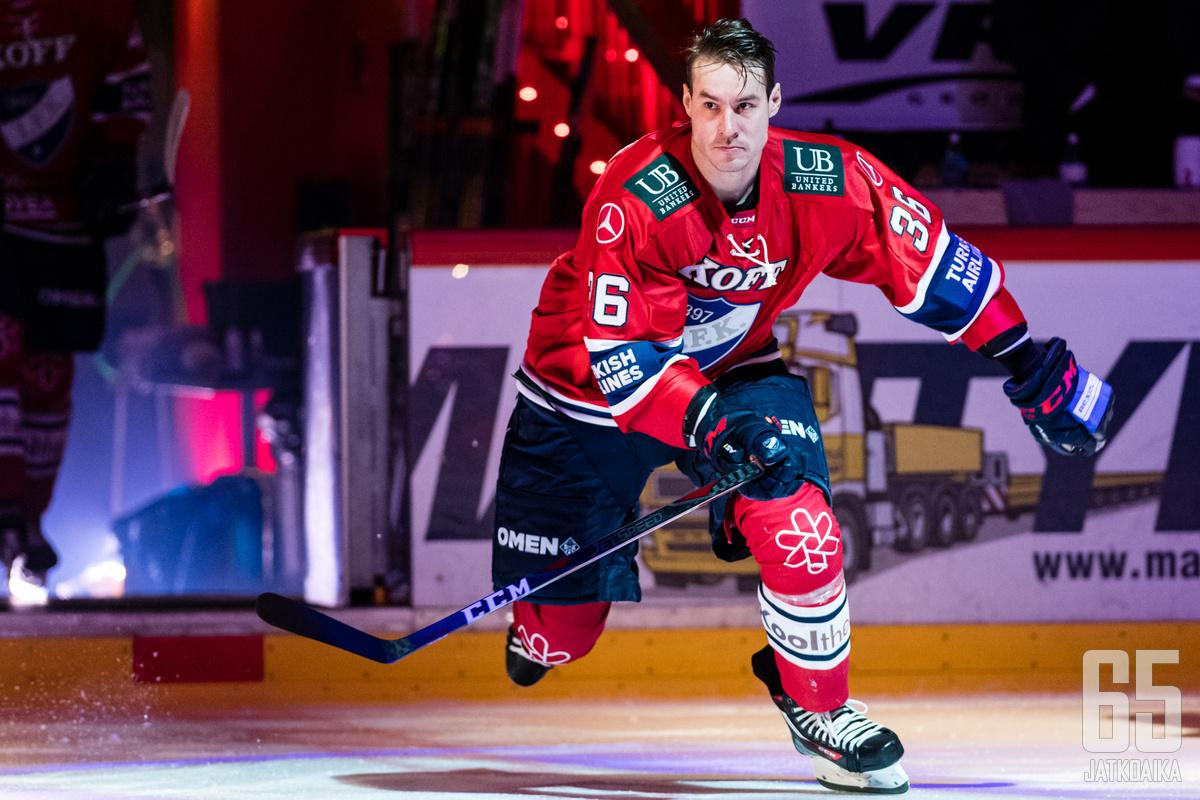 Joonas Järvinen on tullut tutuksi muun muassa HIFK:n väreistä.