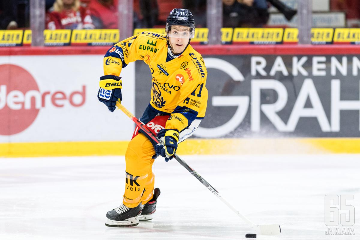 Reunanen pelasi kaksi edelliskautta Lukossa.