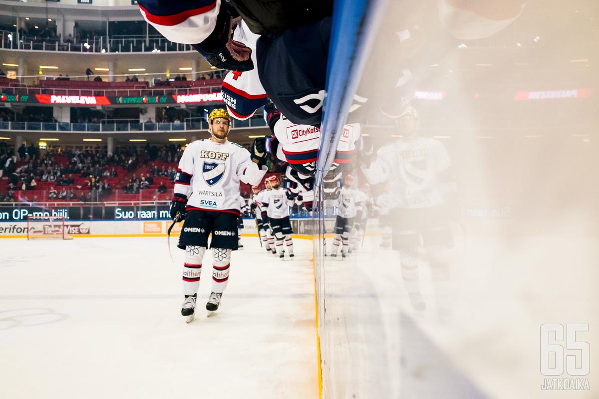 IFK:n kultakypärä Teemu Turunen palasi tehokkaasti pelikentille lievän loukkaantumisensa jälkeen. Turunen iski tehot 1+1, kun IFK kaatoi TPS:n lukemin 2–5.