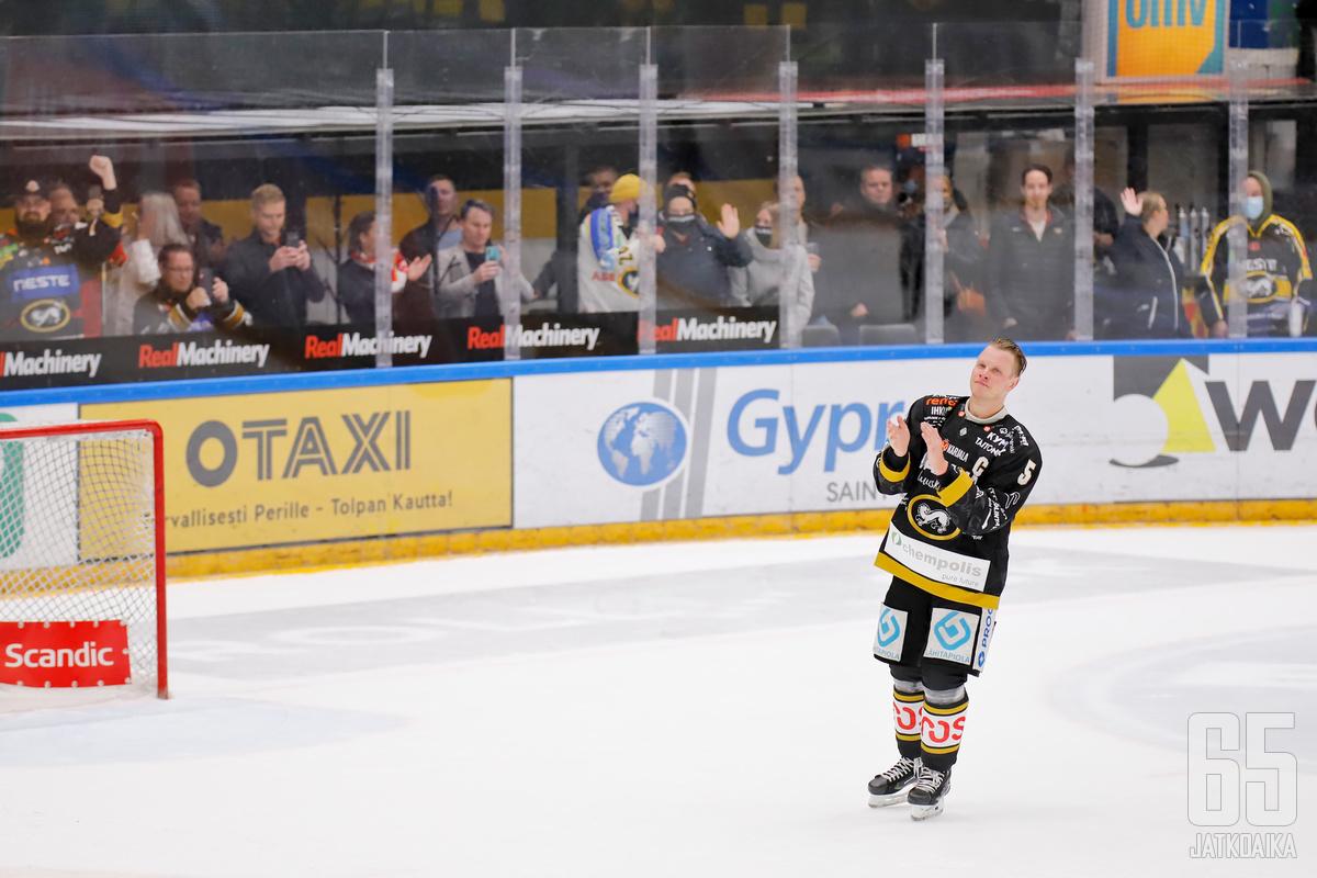 Lasse Kukkonen jätti jäähyväiset Raksilan yleisölle.