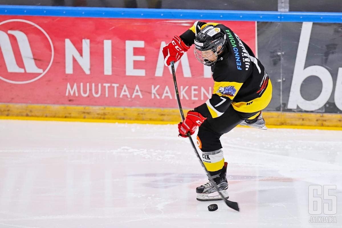 Sari Wäänäsen mailasta lähti kiekko tänään kahdesti Sportin maaliin.