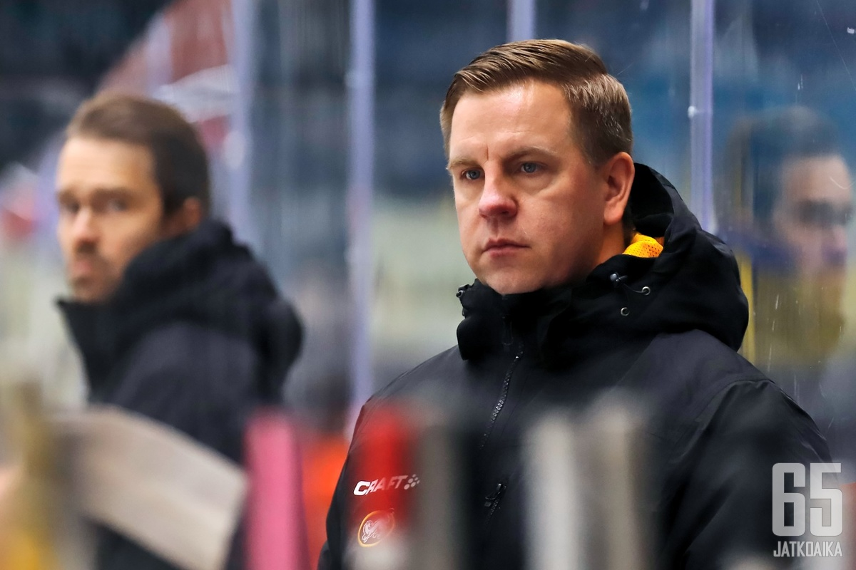 Janne Salmelan katse etsii jäältä uutta henkistä johtajaa joukkueelleen.