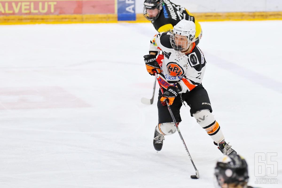 Kokenut kapteeni Riikka Noronen johtaa joukkuettaan esimerkillä.