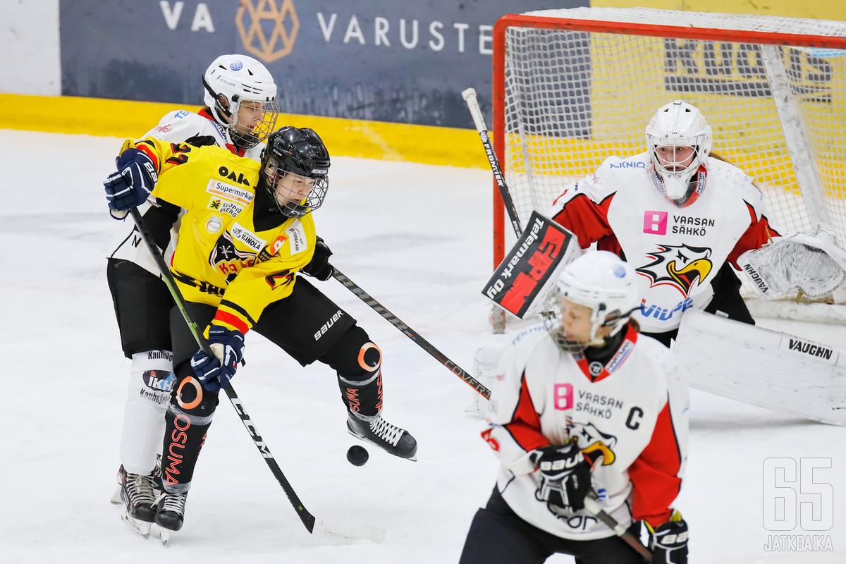 Saila Saari kokee nuortuneensa KalPan riveissä.