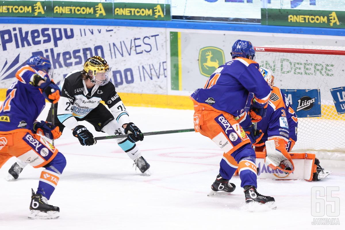 Hannes Björninen on tullut tutuksi rikkeiden sijaan joukkueensa parhaimpana pistemiehenä.