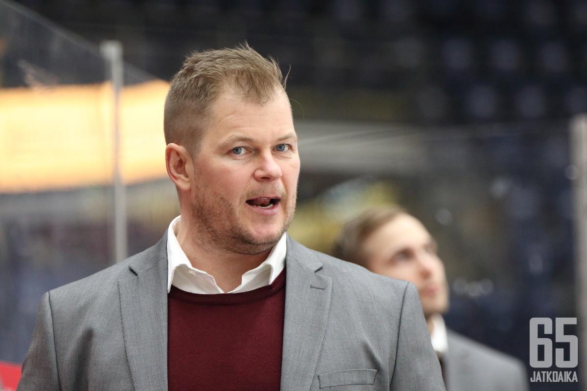 Ari-Pekka Pajuluoma valmensi päättyneellä kaudella Jokereissa.