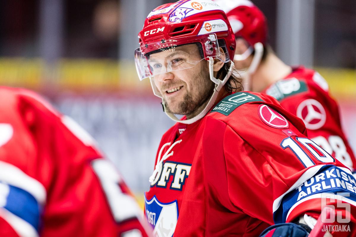 Mikko Kousalla on aihetta hymyyn tasaluvun täyttyessä.