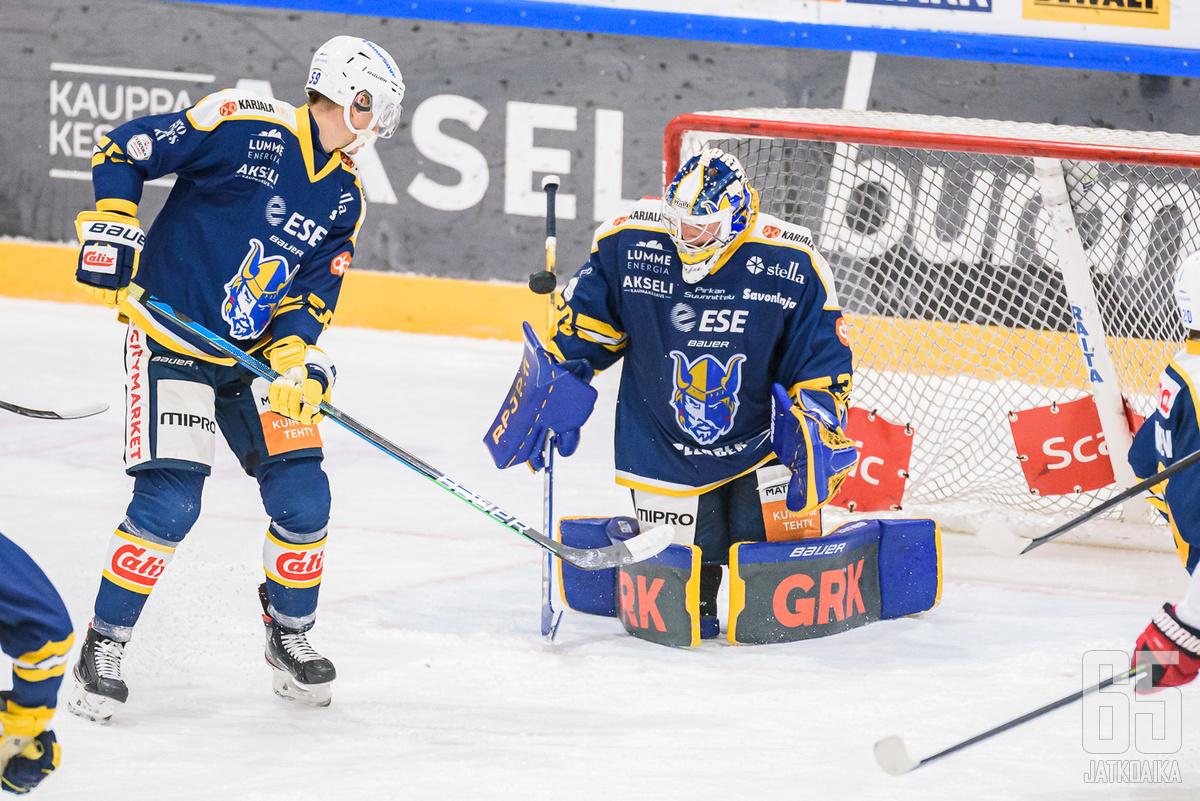 Jukurit sai tuulettaa voittoa sarjakärki Ilveksestä maalivahti Sami Rajaniemen johdolla.