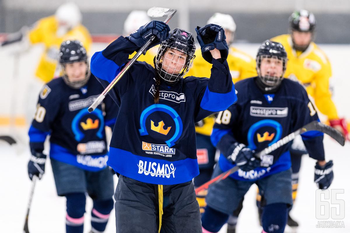 K-Espoo johtaa tällä hetkellä Naisten Liigaa.
