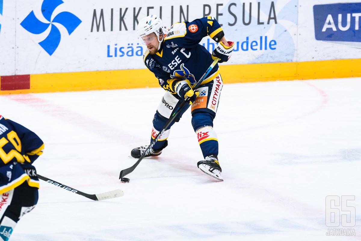 Jukurit ja kapteeni Jesper Piitulainen eivät vieläkään päässeet juhlimaan voittoa.