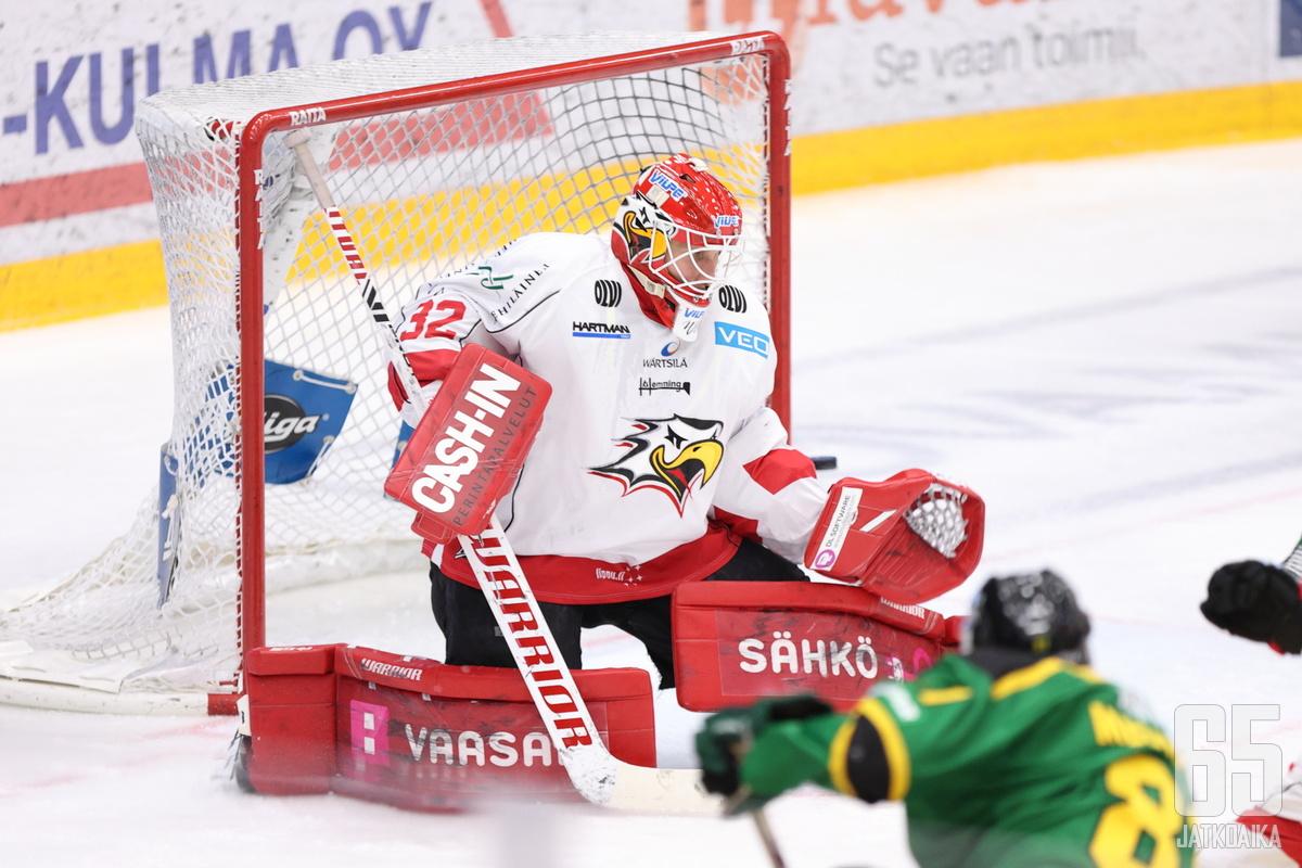 Niko Hovinen varmisti Sportin voiton nollapelillään.