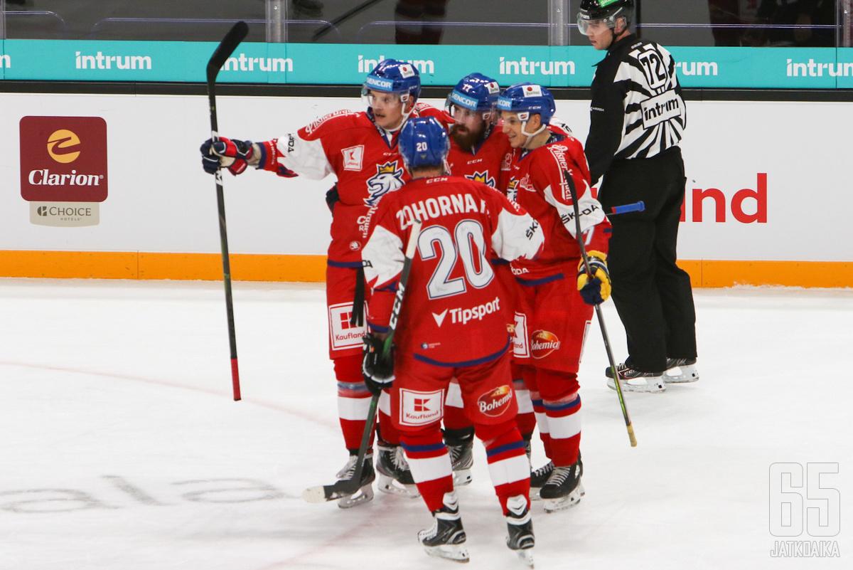 Illan voitolla Tšekki nousi turnauksen kärkeen. (Kuvituskuva)