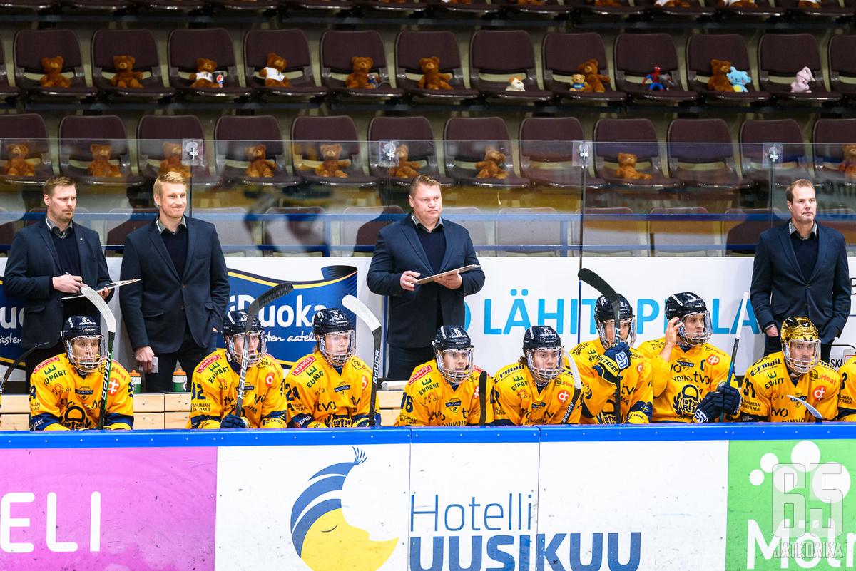 Pekka Virta palasi penkin taakse.