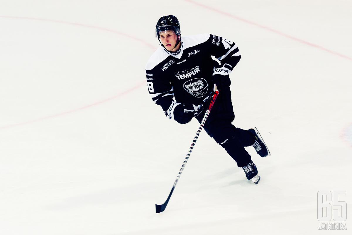 Lauri Pajuniemi loukkaantui lauantain ottelussa Lukkoa vastaan.