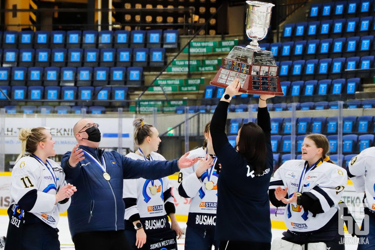 Keväällä Naisten Liiga päättyi K-Espoon juhliin.