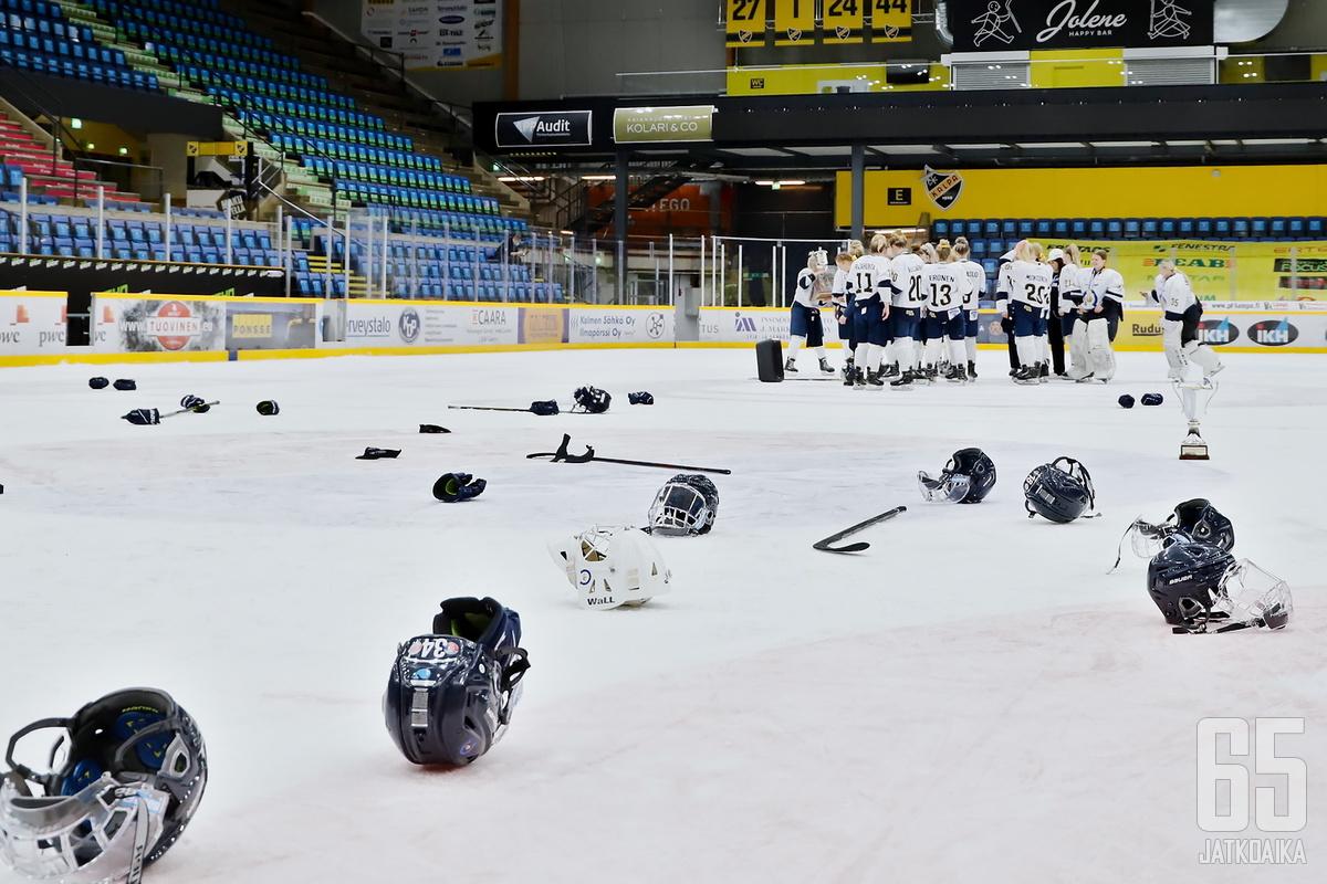 Espoolaiset pääsivät juhlimaan Suomen mestaruutta kaudella 2020-2021.
