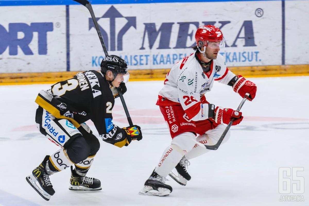 Shaun Heshka palasi vierasjoukkueen paidassa Ouluun ja sai kotijoukkueen faneilta lämpimän vastaanoton.