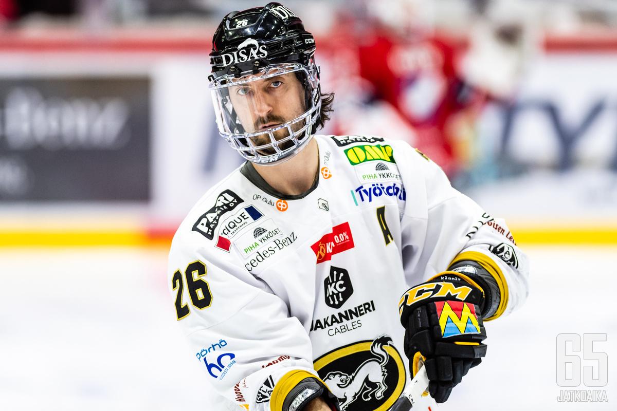 Shaun Heshka tuli Kärpistä Sportin uudeksi siniviivapelotteeksi.