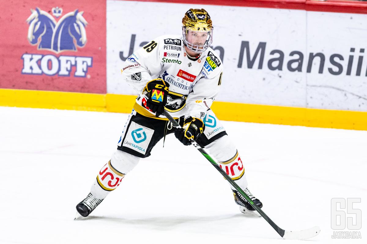 Kunyk pelasi viime kaudella Kärppien paidassa.