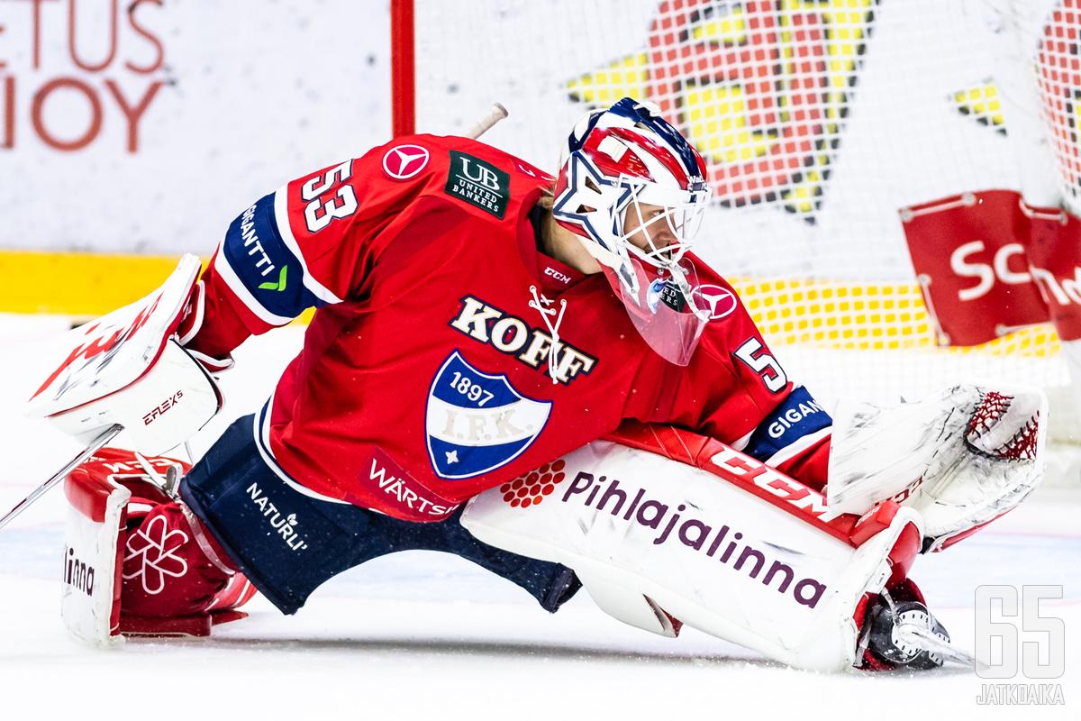 Niilo Halonen nappasi maalillaan 30 torjuntaa ja antoi joukkueelle mahdollisuuden voittoon.