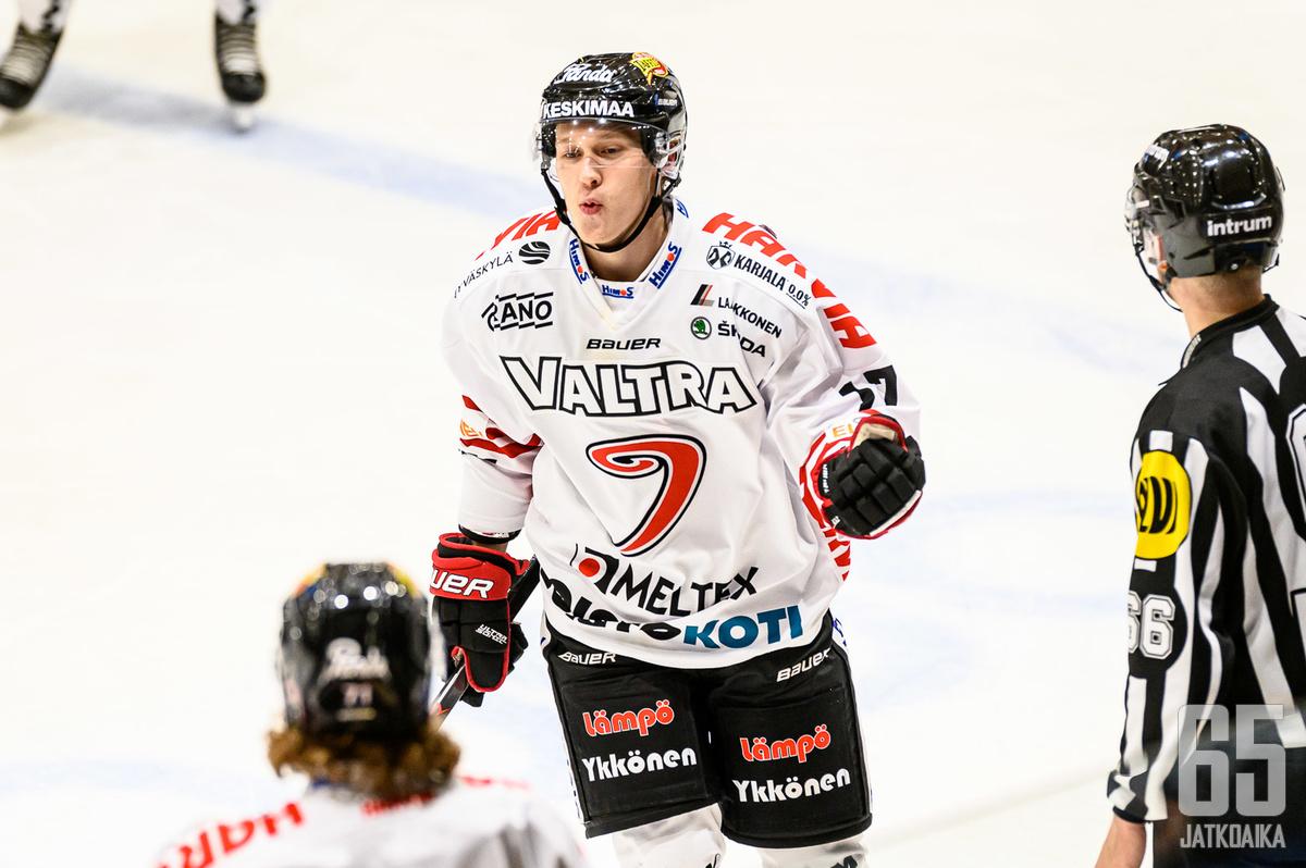 Samuel Valkeejärvi tuuletti tasoitusmaalia.