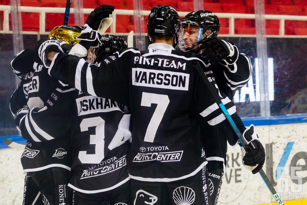 Ivarsson oli viime kaudella TPS:n puolustuksen tukipilareita.